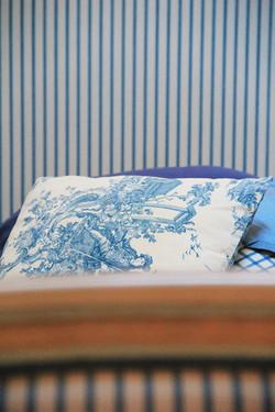 detail-decoration-chambre-bleue-la-metai