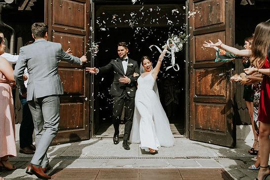 Zdjęcie pary młodej zaraz po udzieleniu ślubu