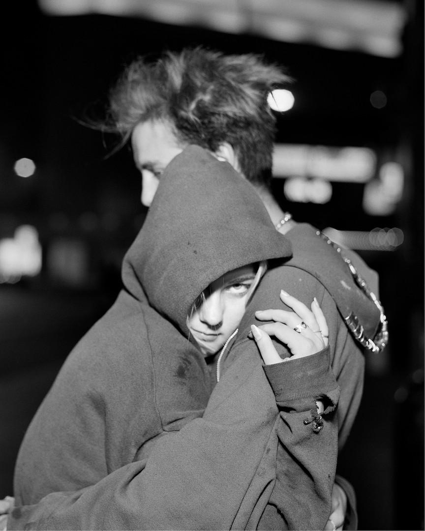 穿帽衫的情侣,明尼阿波利斯,明尼苏达 | 埃里克·索斯 | 1995