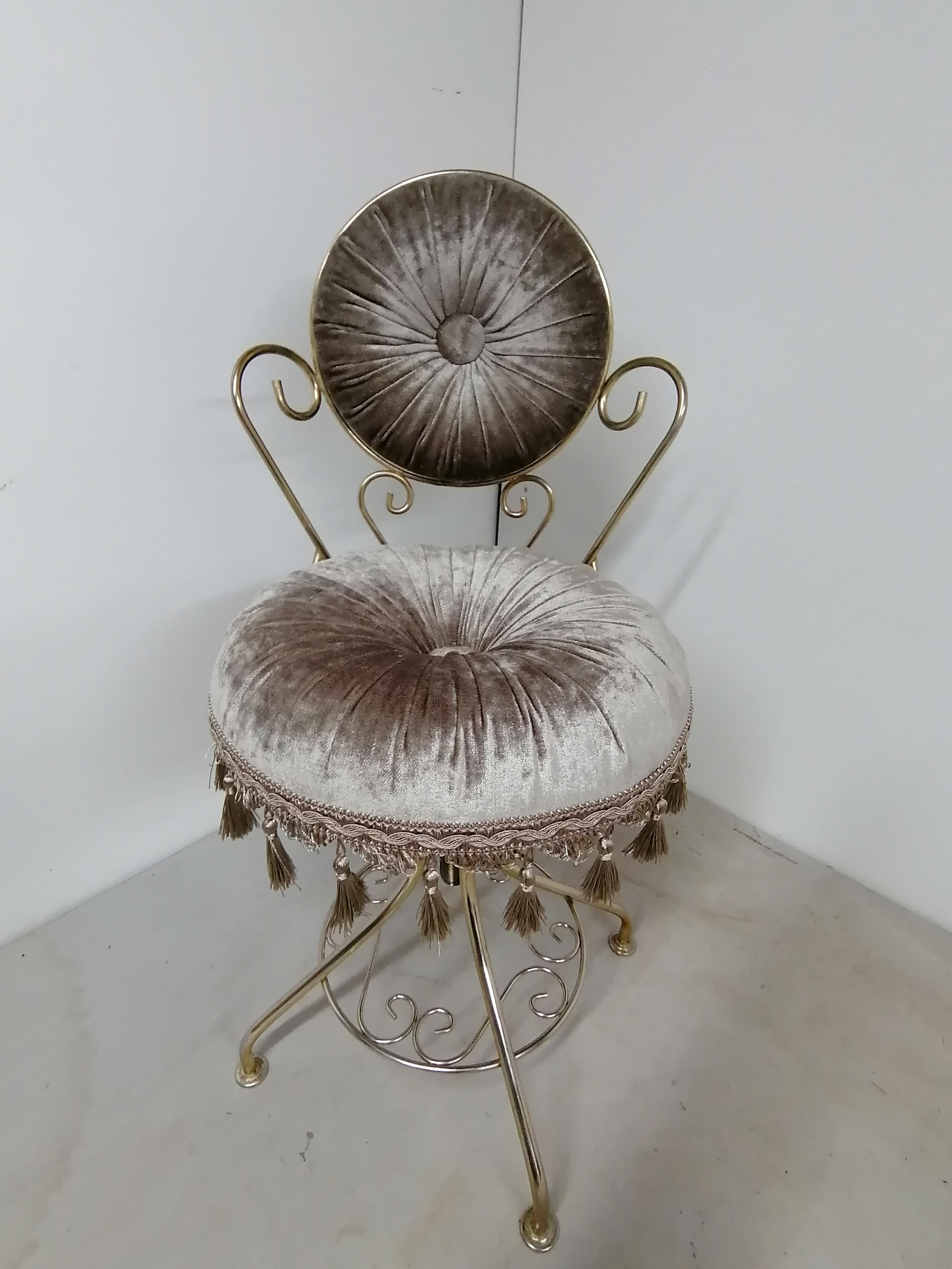 Antique dressing chair