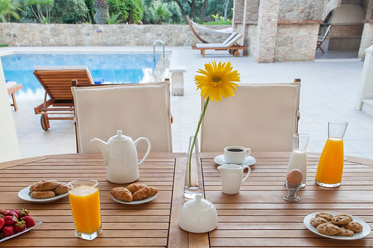 Villa Melitini pool breakfast