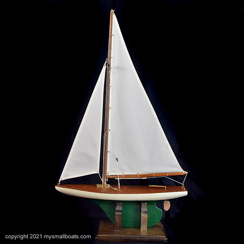 """Eclipse"" – 18"" White Sloop, Item 2021-01"