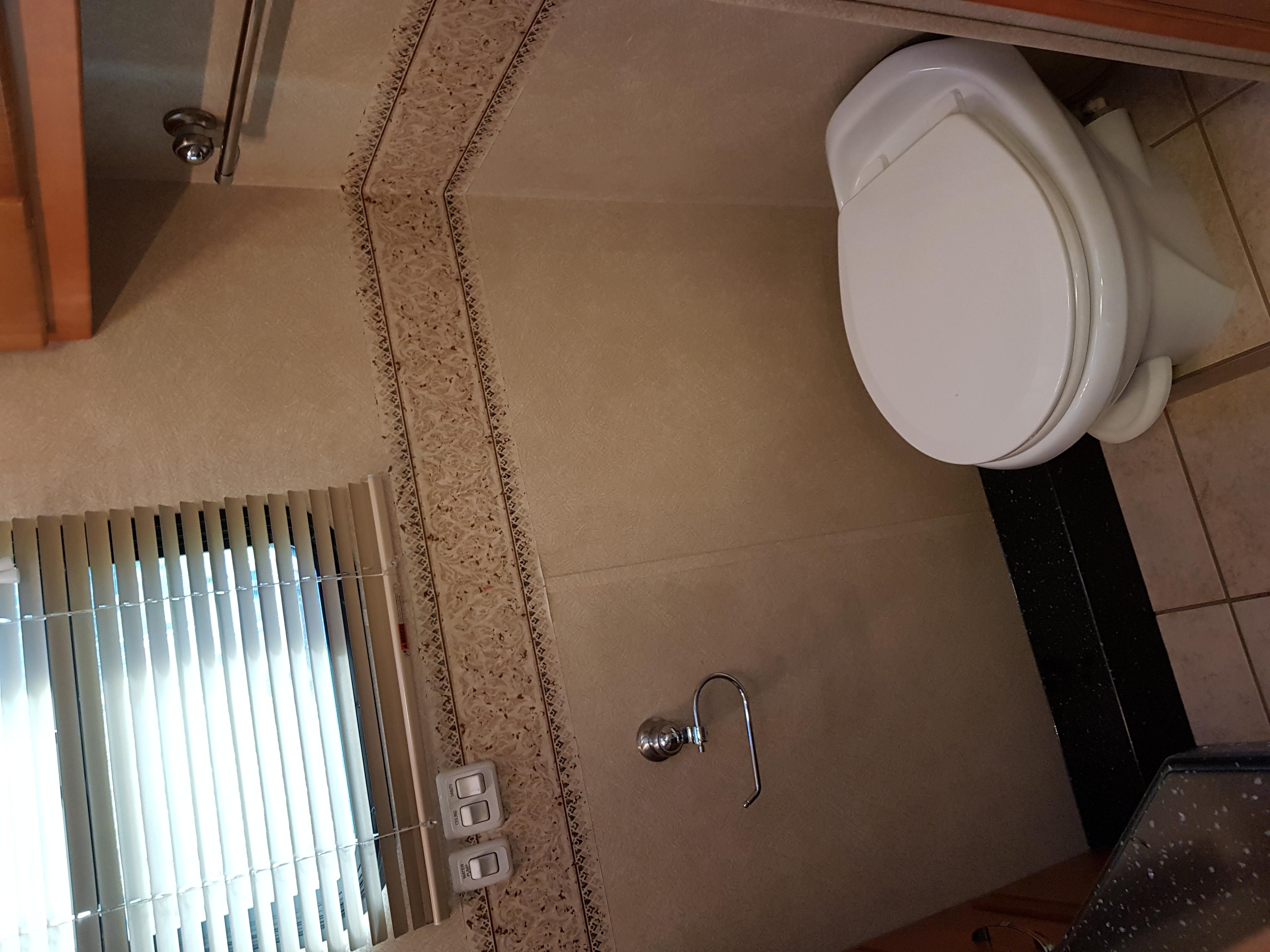 En rejäl Toalett där du får plats.