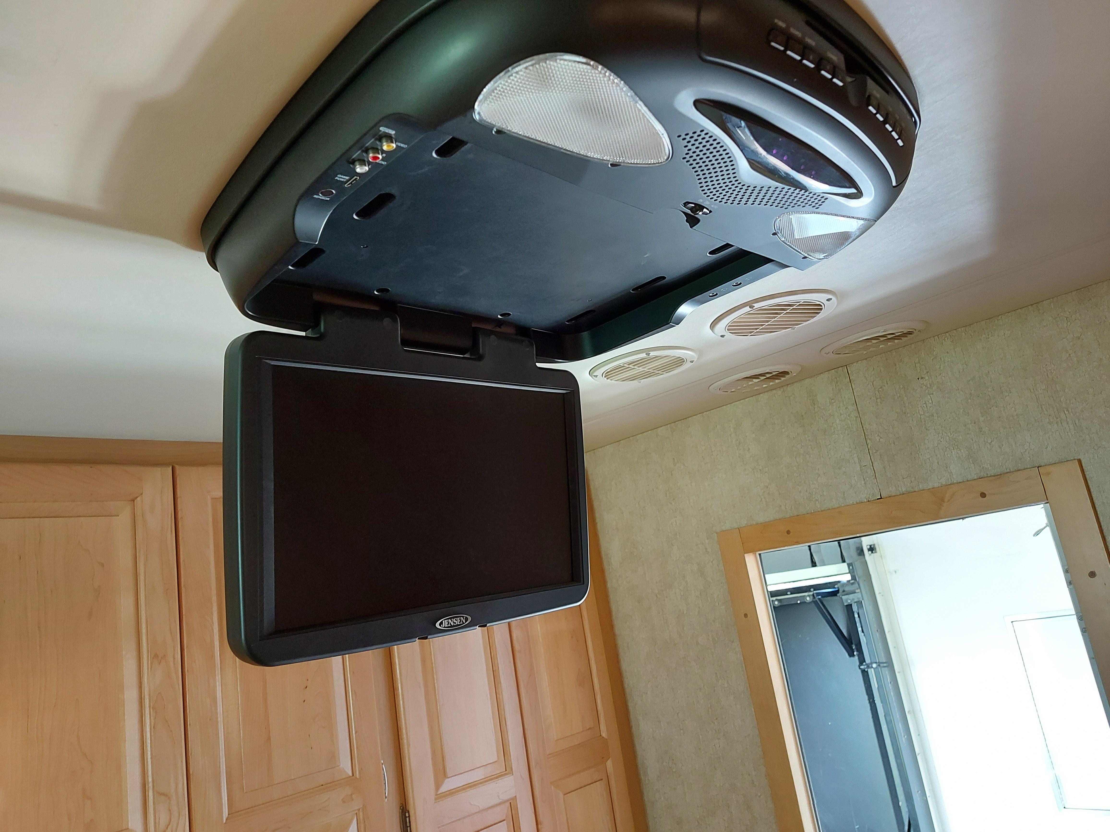 Uppfällbar TV ovan säng.