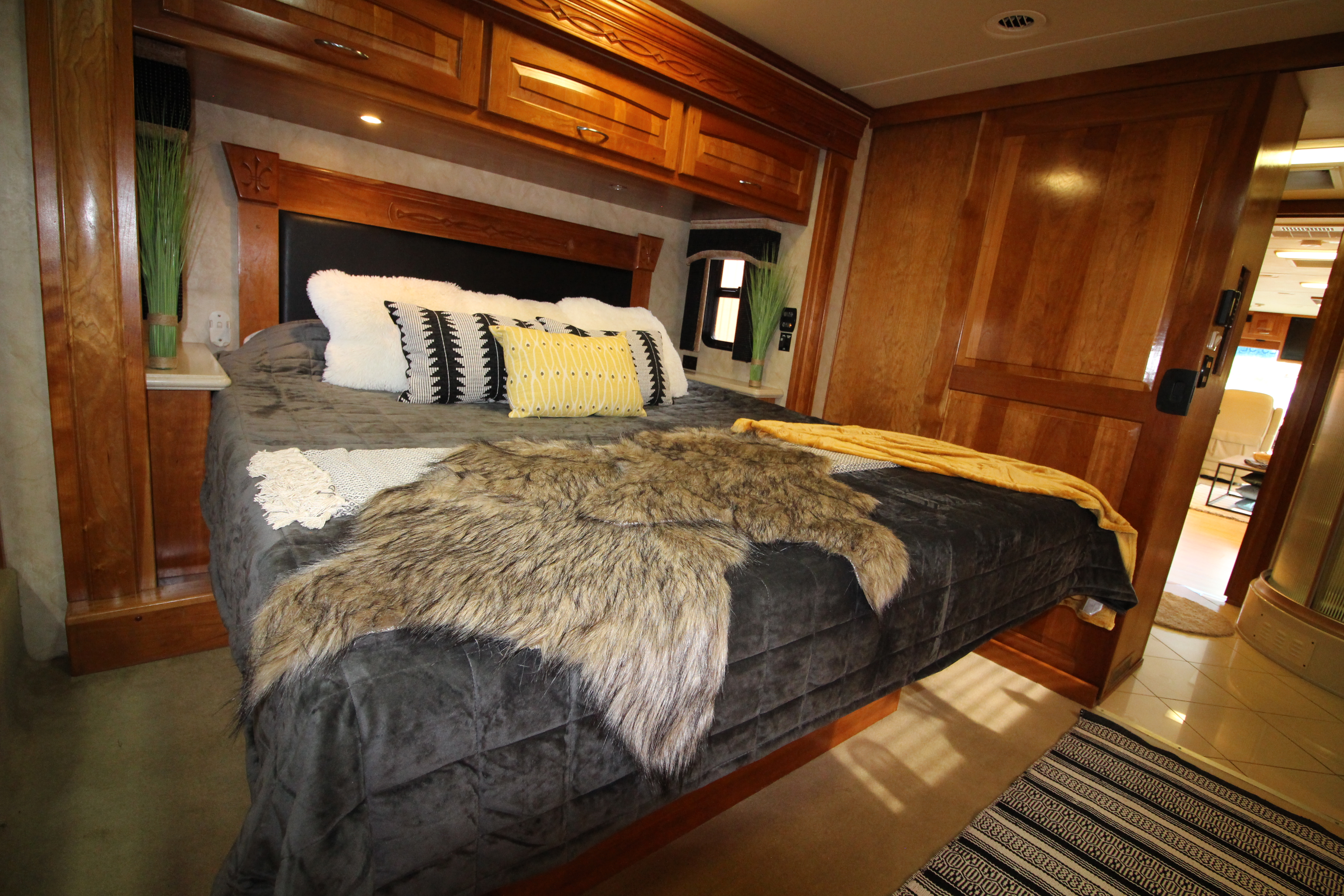 King Size Super + Bed