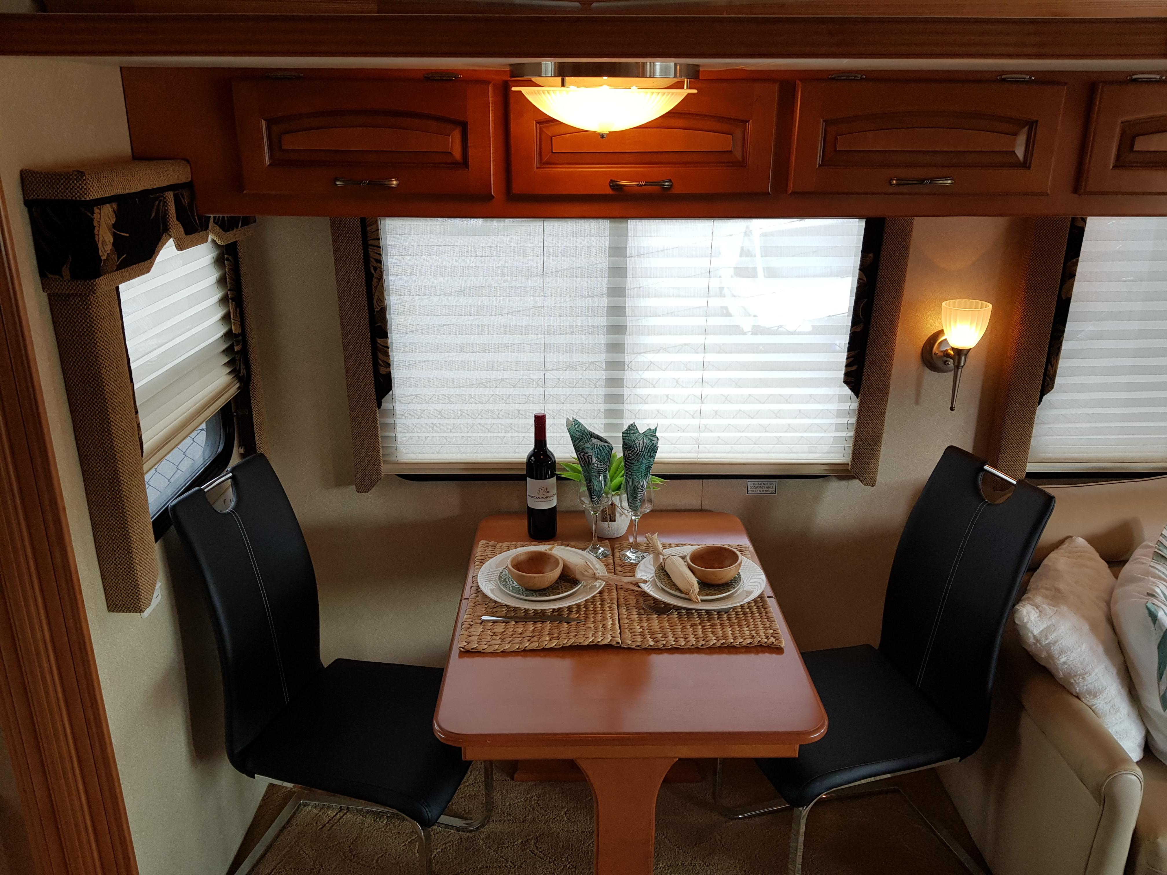 Bord med iläggsskiva för gäster