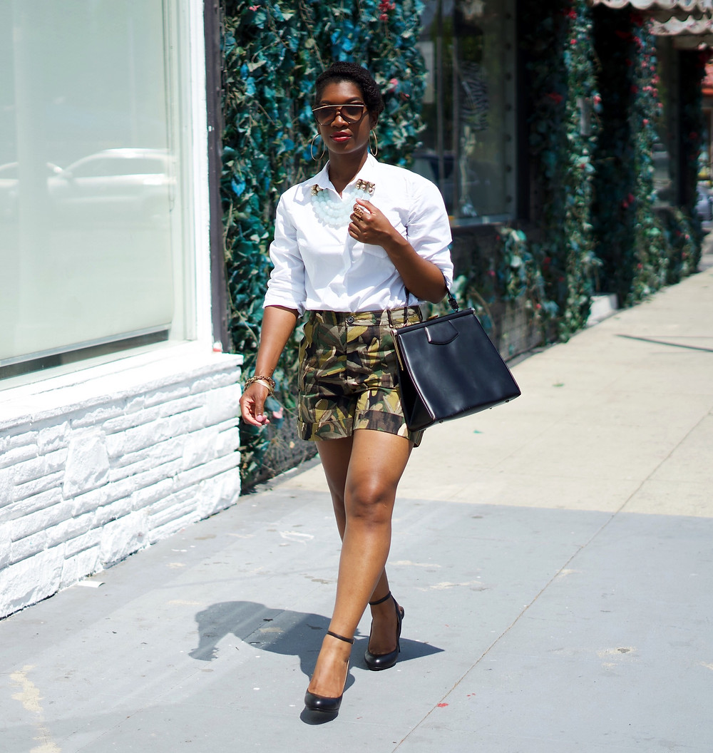how to wear printed shorts, fashion over 30, Printed shorts, who what wear collection, printed leaf shorts, how to wear printed shorts at any age
