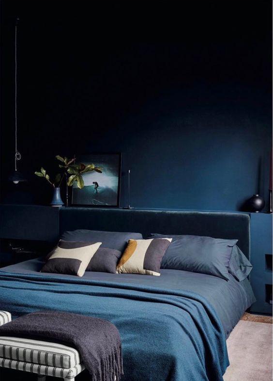 Áp dụng màu xanh cổ điển vào phòng ngủ