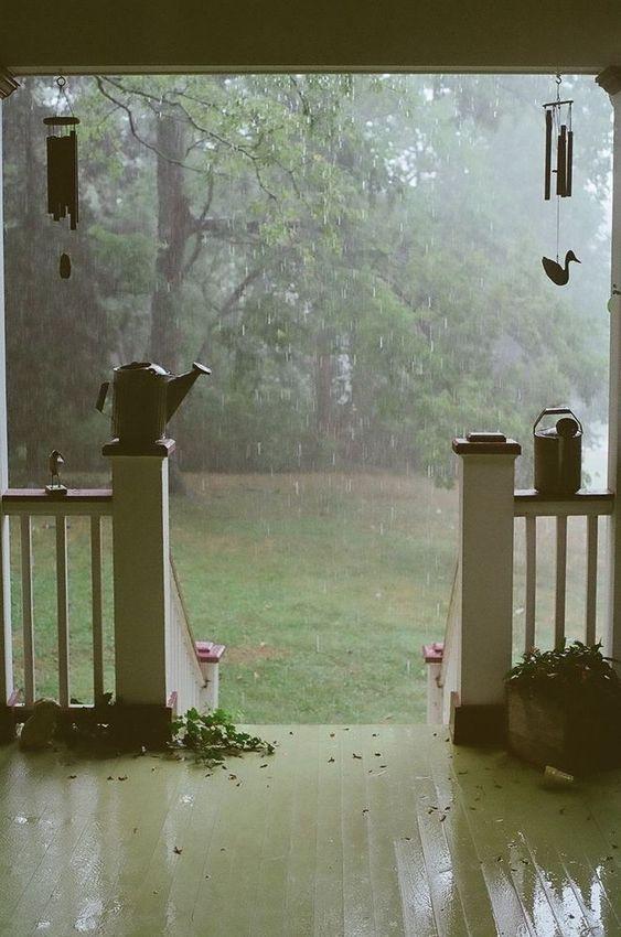 Theo thống kê, sơn ngoại thất có khả năng chống chịu với 2 triệu lít nước mưa.