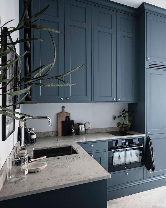 Màu xanh cổ điển trong căn bếp xinh xinh