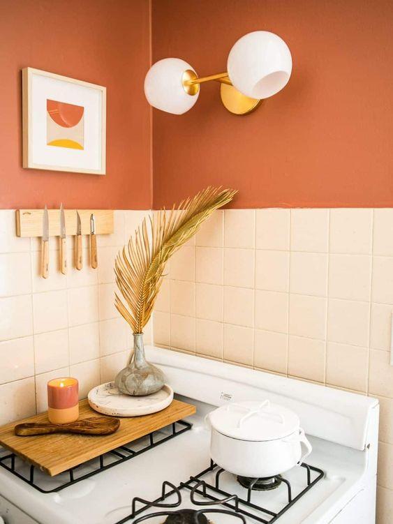 Mới lạ với căn bếp màu cam.Hoặc thay thế, tủ, bàn ghế cho màu chủ đạo này