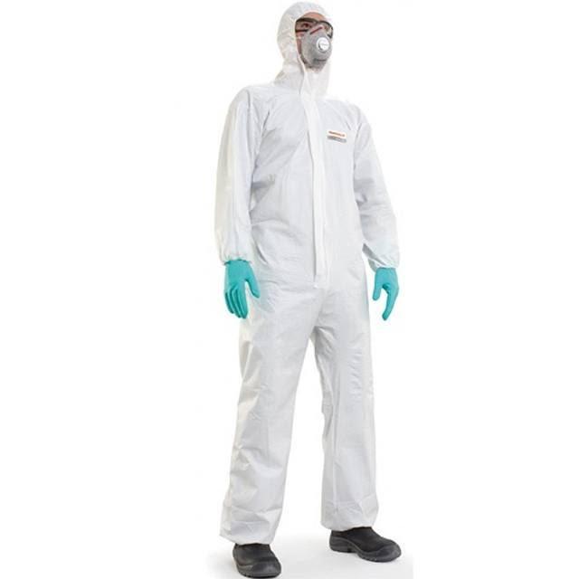 Đeo găng tay, mặc đồ bảo hộ đảm bảo an toàn lao động nhé!
