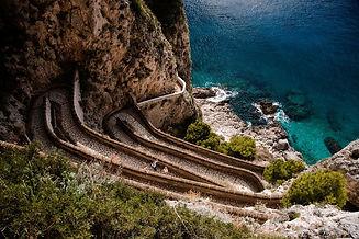 Gape at the Via Krupp (Capri).jpg