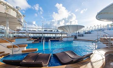 The-Oasis-Pool-on-Norwegian-Dawn-Cruise-