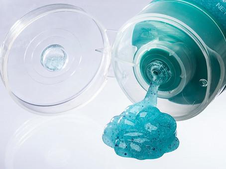 Os danos do uso de microplásticos em cosméticos