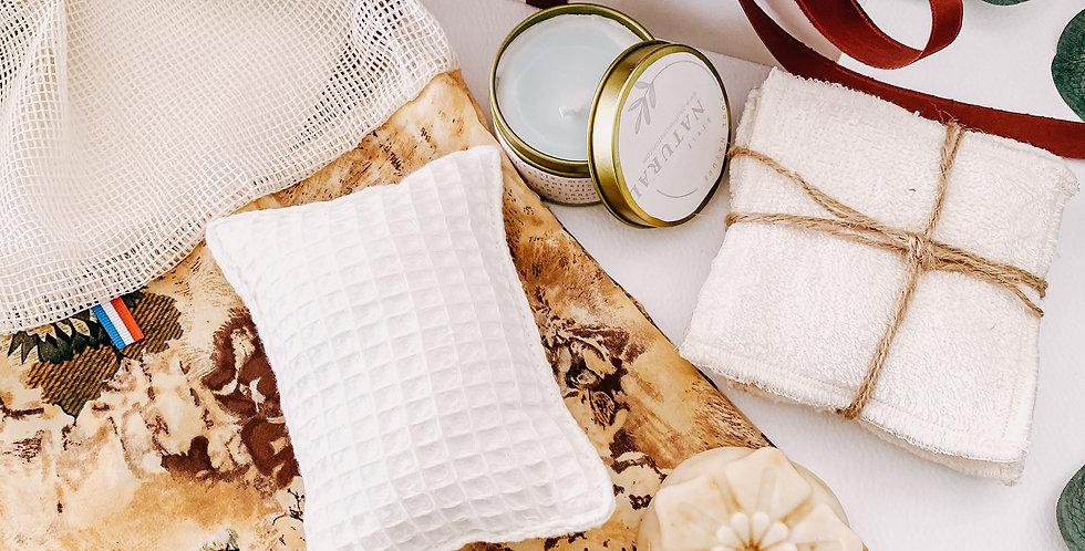 Coffret NATURAL, un pack de lingette, une bougie, un savon, une éponge...