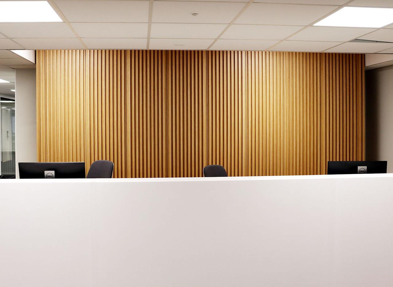 vastaanottotiski-toimiston-sahkot.jpg