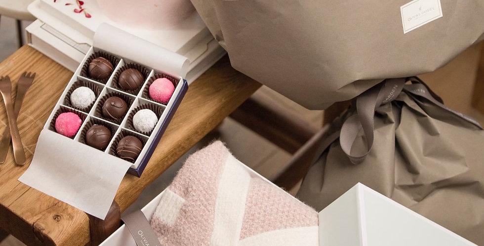Pamper Her Love - Romance Medley - Roses & Cake & Chocolates + Pajama Gift S