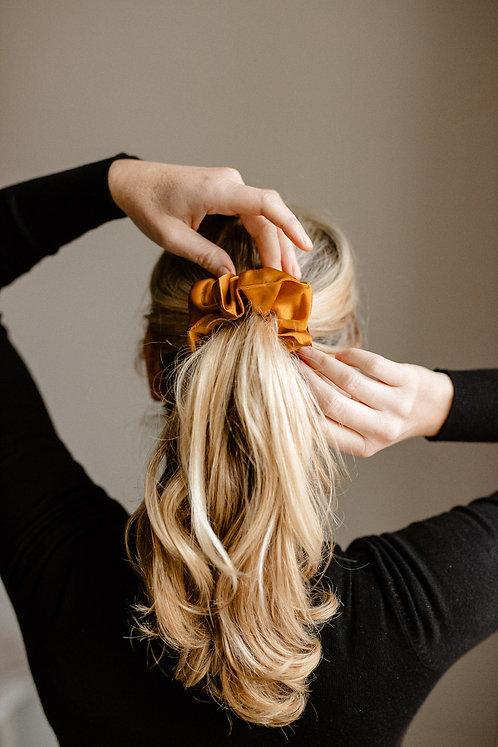 Növényi festett, hernyóselyem hajgumi