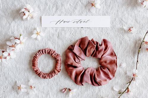 Növényi festett hernyóselyem hajgumi MINI