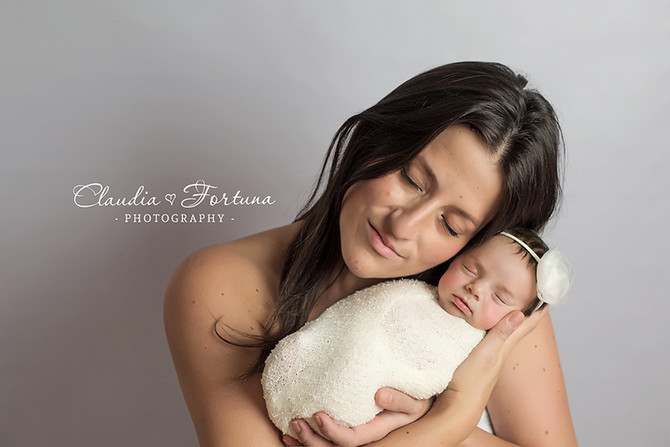 Naomi 19 days,                                   Montreal Newborn photographer