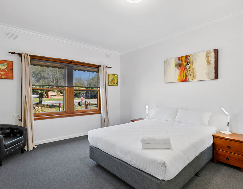 brock st bedroom 1.jpeg