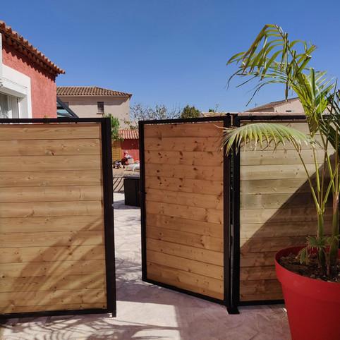 Portillon et clôture en bois et fer