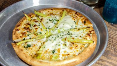_MG_3825e white pie pizza.jpg