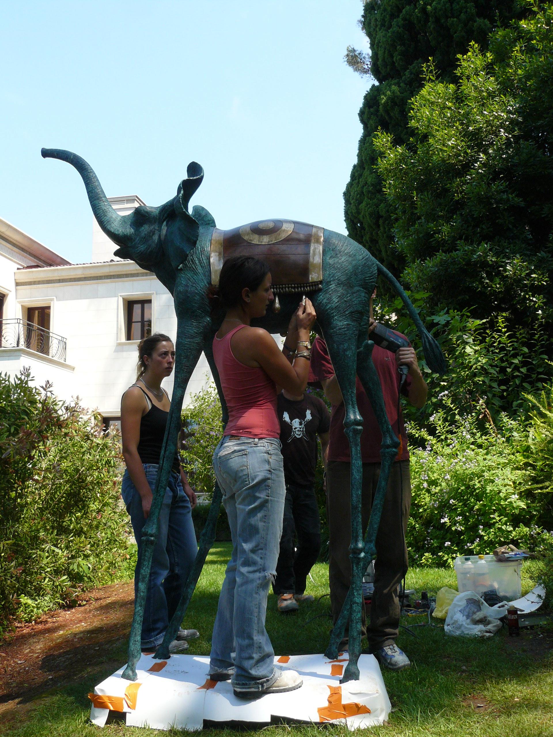 Triumphant elephant | Salvador Dali