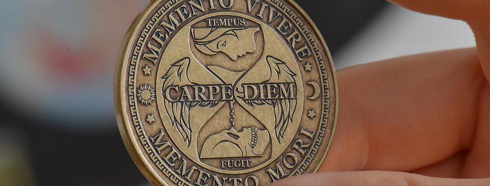 memento mori medalion