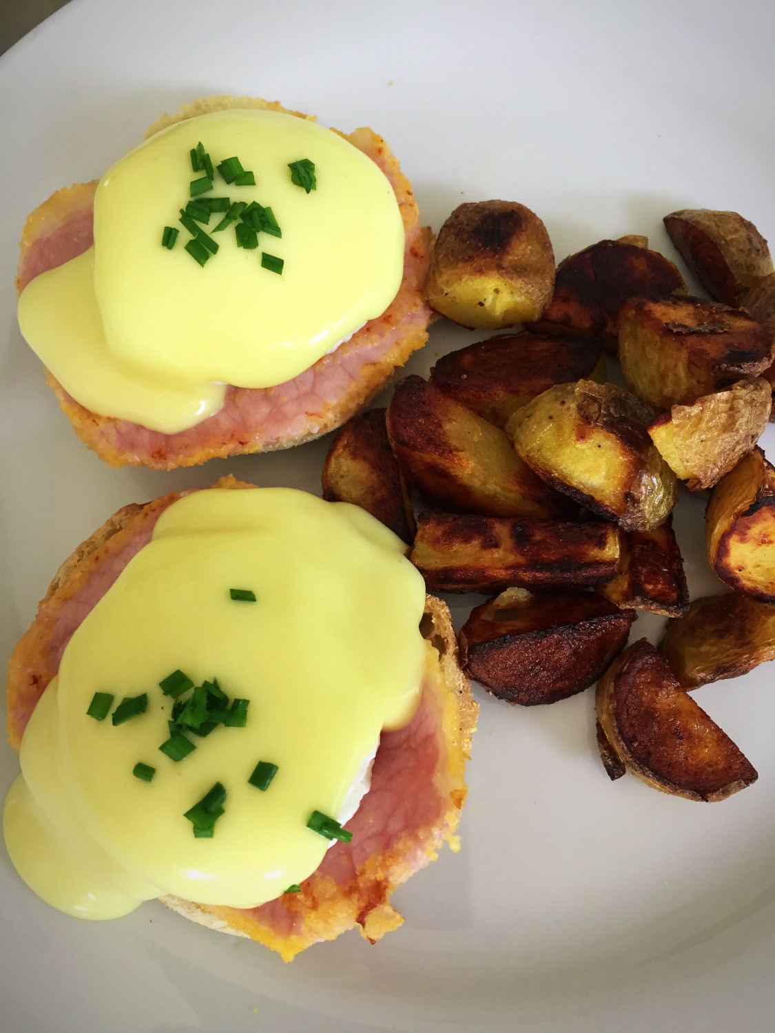 poached eggs & peameal bacon