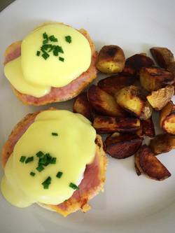 poached eggs & peameal bacon