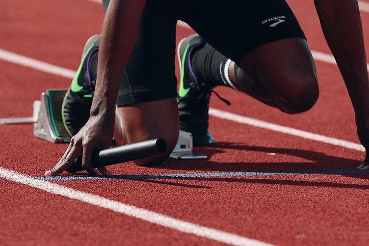 Atleta con plantillas deportivas