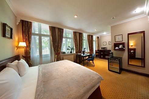 Room 4887 V2 SMALL (2).jpg