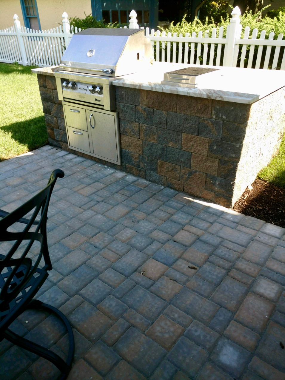 Built-In Outdoor Kitchen Using Cambridge Wall System