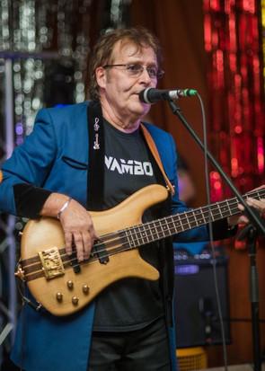 Guitarist Ray Stiles of Mud