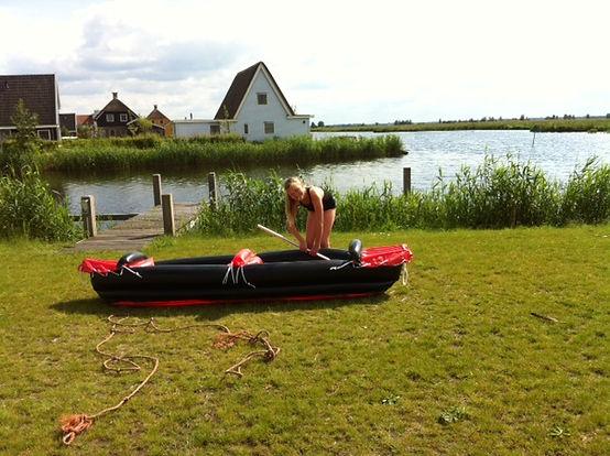Vakantiepark waterresort Bodelaeke vakantiewonig huren in Giethoorn direct aan het water met eigen aanlegsteiger.