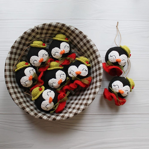 """Handmade Weihnachtskugel """"Pinguin"""" für Weihnachtsbaum in Geschenkverpackung"""