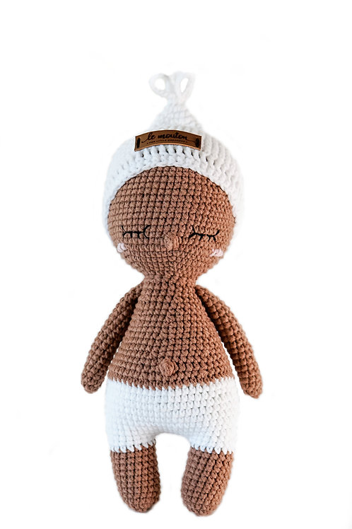 Handmade Kuschelpuppe - Baby Doll Teo in chocolate in Geschenkverpackung