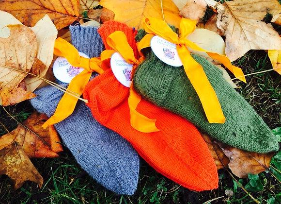 Handgestrickte Socken aus feiner Wolle