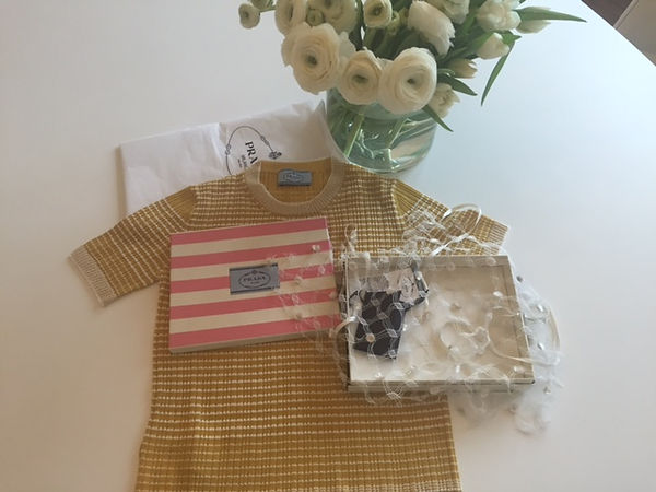 prada t-shirt and fishnet collar on a tabée with white flowers