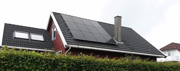 Solcelleanlegg med 12 stk. høyeffektive solcellemoduler à 360Wp