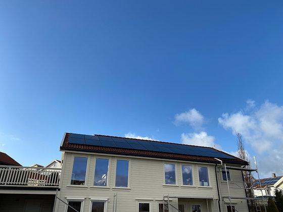 Solcelleanlegg med 24 stk. høyeffektive solcellemoduler à 360Wp