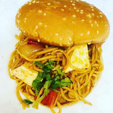 Veggi Noodles Burger #indianstreetfood #