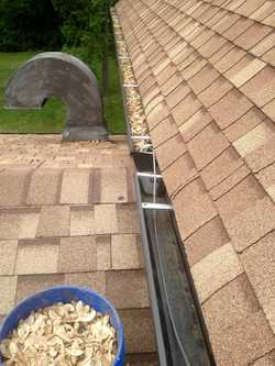 Cleaning Eavestrough