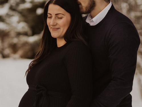 Gravidfotografering i ett vintrigt Östersund
