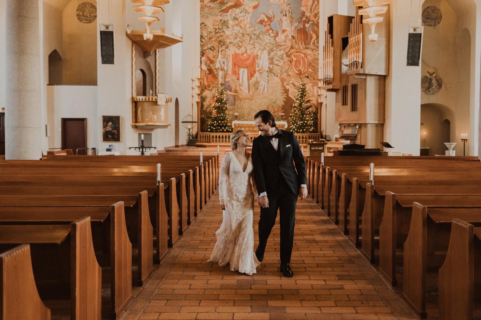 Bröllopsfoto i kyrka