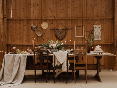 Bohemiskt och rustikt bröllop med fest i lada