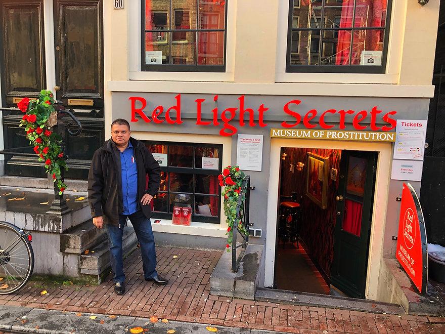 Red Light Secrets - www.sanchara.lk