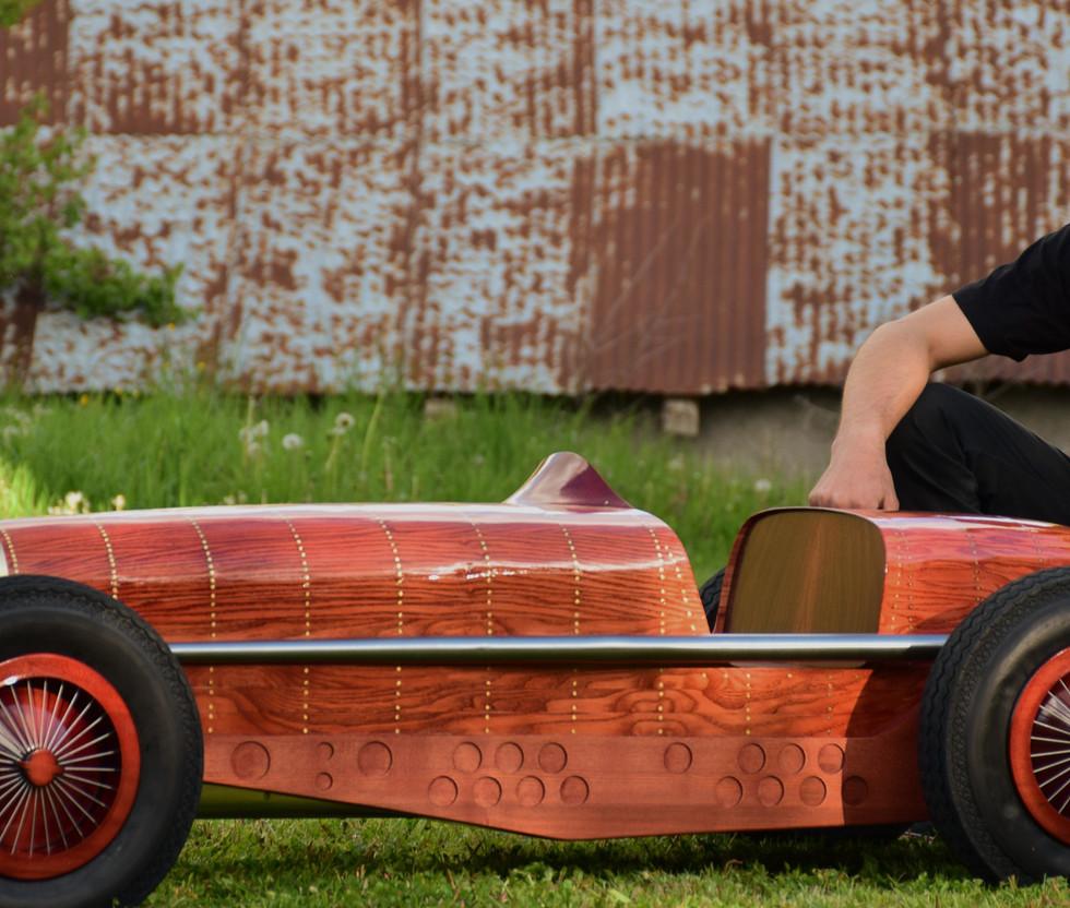 Etienne Franzak - Sculptor - Automotive artist